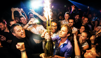 Amber-Lounge-Party-atmosphere-with-Nico-Rosberg